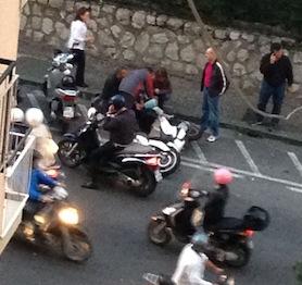 Grave incidente lungo la via Degli Aranci, traffico bloccato