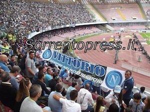 Il Club Napoli Massa Lubrense ricorda al San Paolo Vittorio Marcia con uno striscione