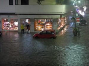 Palazzo sgomberato a Sorrento, mentre si fa la conta dei danni provocati dal temporale della notte scorsa
