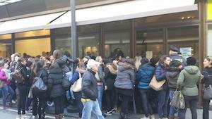 """""""Black Friday 2013"""": vincono gli sconti sulle grandi marche, negozi del centro presi d'assalto"""