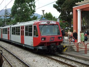 Malore sul treno Sorrento-Napoli, salvo grazie al defibrillatore