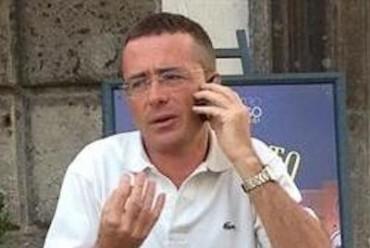 Migliorano le condizioni del dirigente comunale Donato Sarno aggredito ieri, mentre i carabinieri continuano le indagini