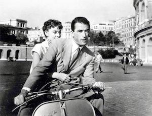 """""""La Vespa e il cinema"""" una mostra sui film più famosi che hanno """"accolto nel cast"""" il popolarissimo veicolo simbolo di una generazione"""