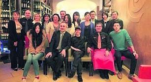 Un gruppo di blogger cinesi in visita a Sorrento prepara una guida sulle bellezze della Campania