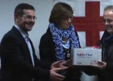 La Croce Rossa consegna i defibrillatori acquistati con i soldi dello spettacolo di Biagio Izzo
