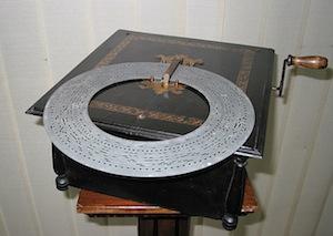 In mostra le scatole musicali della collezione Salierno