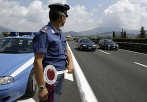 Droga nascosta nell'auto, arrestato 37enne di Massa Lubrense