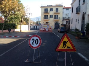Scattate le nuove limitazioni al transito in via Rota per la posa dei cavi dell'alta tensione