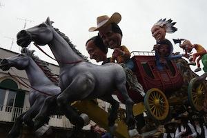 Carnevale unico in penisola con i carri allegorici
