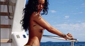 Gli scatti hot di Rihanna su Instagram