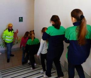 """Prove di evacuazione scolastica alla scuola """"Santa Maria della Pietà"""" organizzate dalla Protezione civile"""