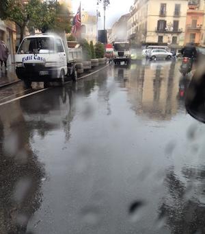 Maltempo nella notte, la protezione civile dirama un all'allerta meteo in penisola sorrentina