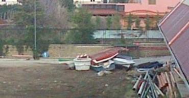 Il Comune di Vico fa sapere che presto verranno rimossi i relitti delle barche all'esterno del palazzetto dello sport