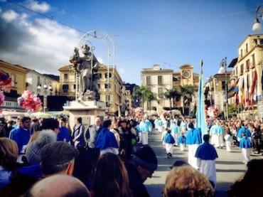 Sant'Antonino, marea di fedeli in chiesa e per le strade della città