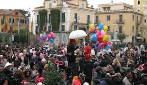 Carnevale: maschere e carri nelle piazze della penisola