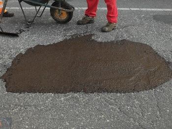 """Strade gruviera, da Milano arriva il """"cerotto"""" per l'asfalto"""