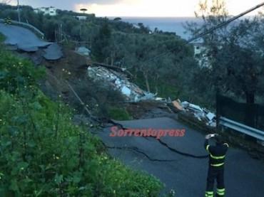 Crolla la strada a via Fontalle: distrutta la casa sottostante
