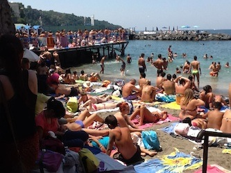 La spiaggia di San Francesco affidata al Centro anziani