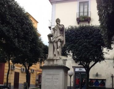 Da lunedì prendono il via i lavori per il restyling della statua di Torquato Tasso