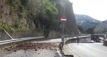 Frana a Seiano, chiusa la strada per il centro di Vico Equense