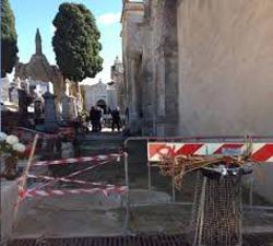 Loculi pericolanti, interdetta parte del cimitero di via San Renato