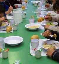 Mensa scolastica, servizio affidato per un mese con sorteggio