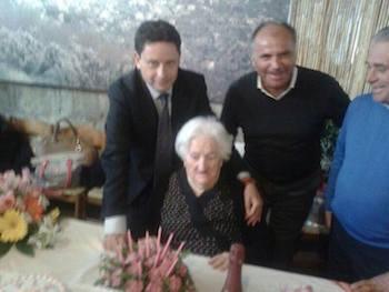 La signora Guerriero compie 100 anni, a festeggiarla anche il sindaco Piergiorgio Sagristani