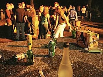 Giro di vite per la movida in Campania, stop alla vendita di alcolici dalle 22