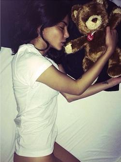 Chiara Biasi mentre dorme, le foto sexy su Instagram