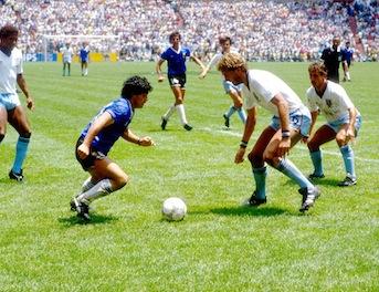 Diego Maradona, in rete sbuca un video inedito: giocate da paura