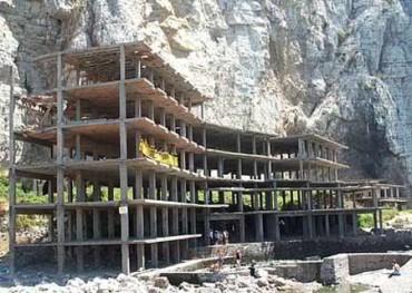 Conto alla rovescia per la demolizione dell'ecomostro di Alimuri