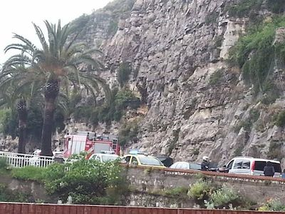 Frana a Punta Scutolo, traffico bloccato