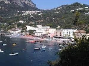 Bombe in mare, niente bagni a Marina del Cantone