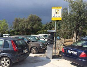 A Massa Lubrense stop alla sosta a pagamento nelle strisce blu e nei parcheggi pubblici
