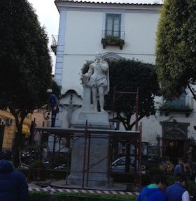 Completato il restauro della statua del Tasso
