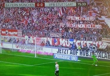 """""""Ciro non mollare"""" e """"Speziale libero"""" i due striscioni apparsi nella curva del Bayern Monaco"""
