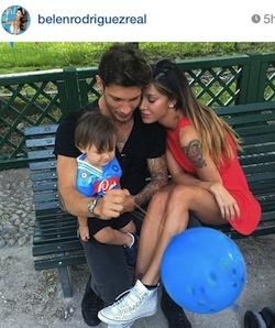 Belen, su Instagram le foto di Santiago in maglia azzurra