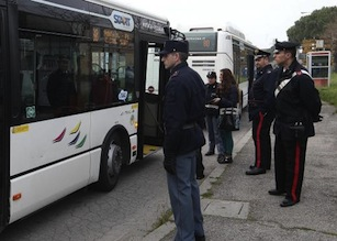 Mancano revisioni ed estintori, multati 30 bus in penisola sorrentina