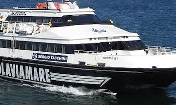 Il sindaco di Capri ringrazia il comandate Russo del Giunone Jet per aver assicurato i collegamenti con la terraferma