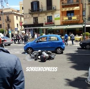 Scooter contro auto, incidente nel cuore di Sorrento