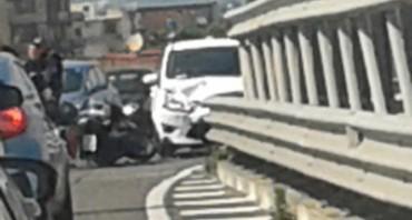 Incidente lungo la Statale Sorrentina, un ferito e traffico in tilt