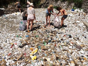 """Ripulito il Fiordo di Crapolla dai volontari del progetto """"Mare"""" -Guarda foto-"""