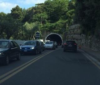 Incidente sul raccordo di Castellammare, feriti e traffico in tilt