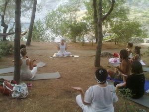 Due giorni alla Baia di Ieranto tra breathwalking, passeggiate e yoga