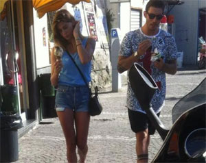 Gelato a Castellammare e passeggiata in penisola per Belen e Stefano