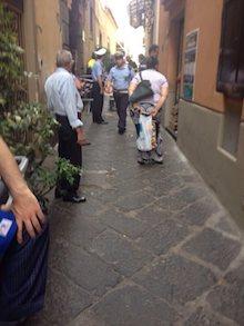 Cadono calcinacci da un palazzo, paura in piazza Tasso