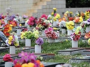 Commemorazione dei defunti, orari prolungati ai cimiteri