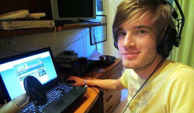 Il lavoro dei sogni: Felix guadagna milioni di euro per giocare ai videogame