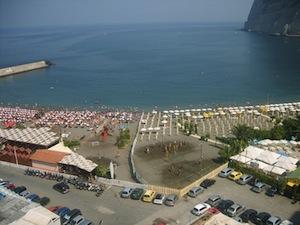 A Meta spiagge chiuse ancora per due settimane