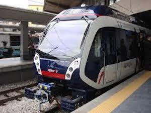 Altro treno Eav guasto sulla Napoli-Sorrento e turisti sui binari